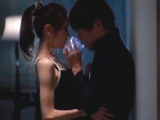 貞松大輔/前田かおり スレンダーな美人お姉さんと優しそうなお兄さんがおさけを飲みながらキスをして交わるラブラブエッチ JavyNow女性の為のエッチ動画