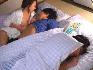 ZEN二郎/西條るり 彼女がそばで寝ているのに巨乳で綺麗な彼女の姉に誘惑されて浮気エッチしちゃう彼氏 Pornhub女性専用アダルト動画