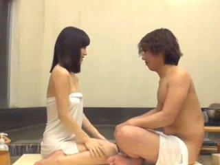 若い男性と混浴しているうちに発情してしまった素人美人妻がお風呂場で馬乗りになって中出し浮気エッチ Pornhub女性専用無料エロ動画
