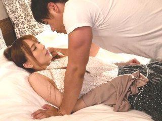小田切ジュン/希崎ジェシカ 夫の会社が倒産しそうでIT企業会社社長に融資を頼み込んだらカラダを求められて旦那さんの為に寝取られる美人妻 JavyNow女性の為のエッチ動画